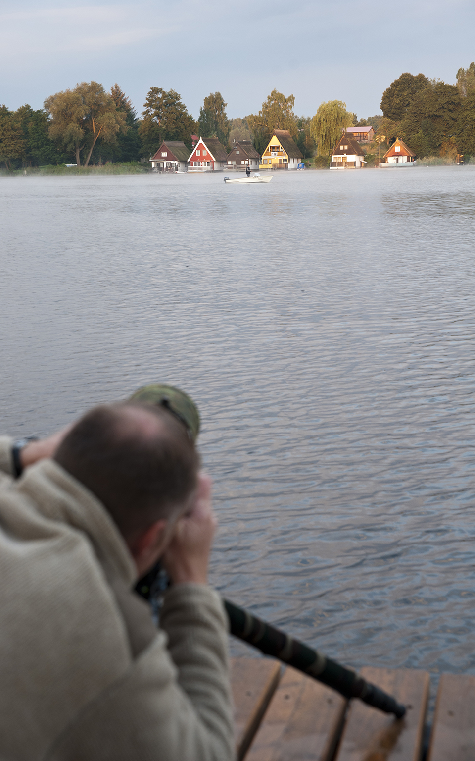 Angler vor den Mirower Bootshäusern, Mecklenburgische Seenplatte